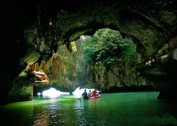 Лодочная прогулка в пещерах залива Пханг Нга
