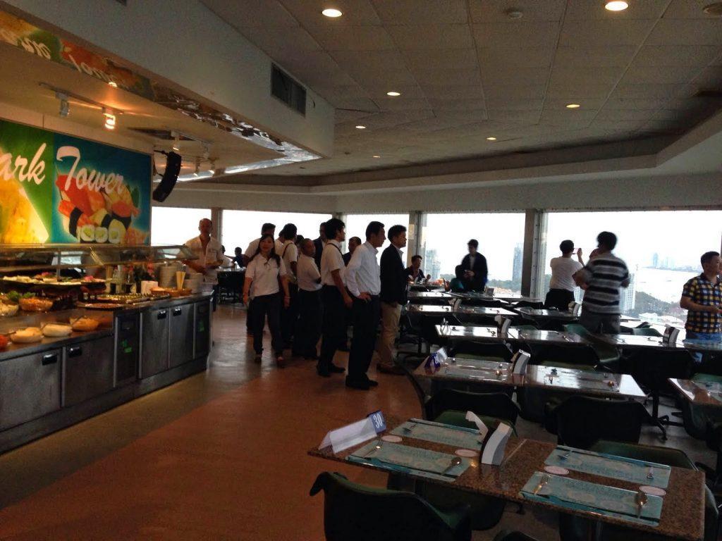 Можно полюбоваться видом из Panorama revolving restaurant