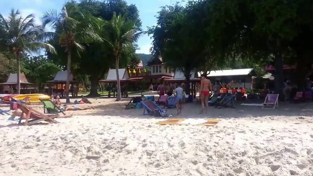 На Военном пляже туристы найдут все необходимое для отдыха