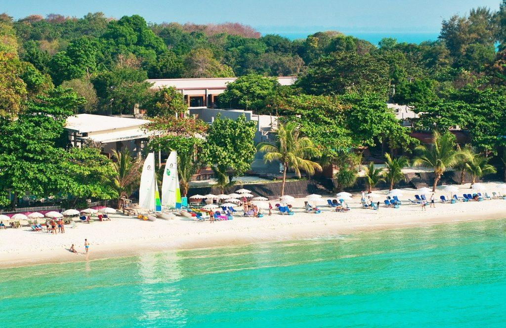 Удобное расположение кафе и домиков отдыха на берегу Военного пляжа