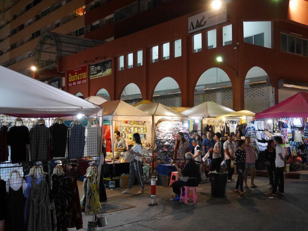 Ночной рынок Thepprasit market
