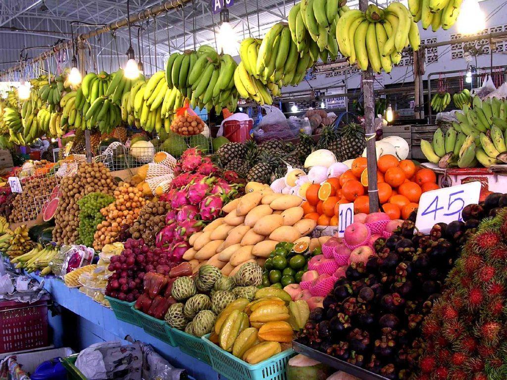 Свежие фрукты Фруктового рынка в Паттайя