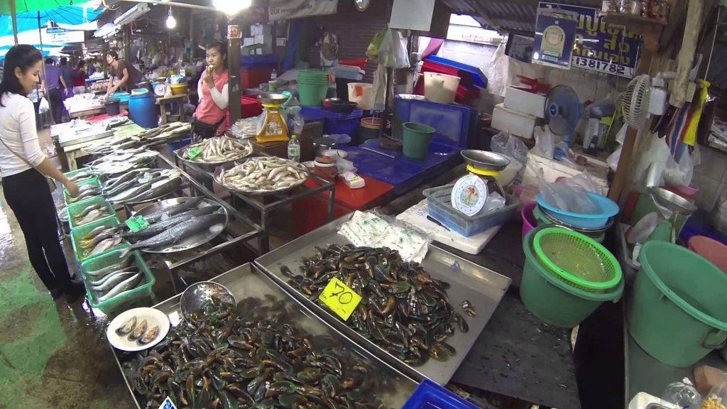 Широкий ассортимент Naklua fish market