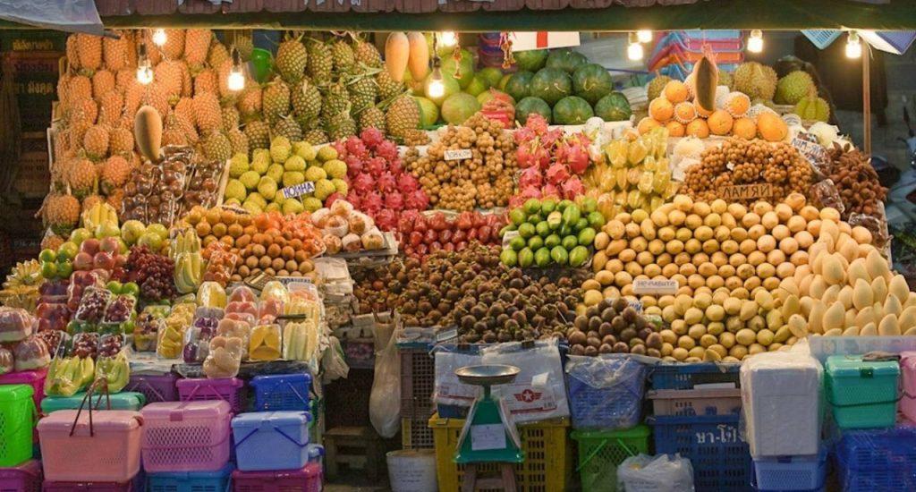 Фруктовое изобилие на Рынке Tapong fruit market