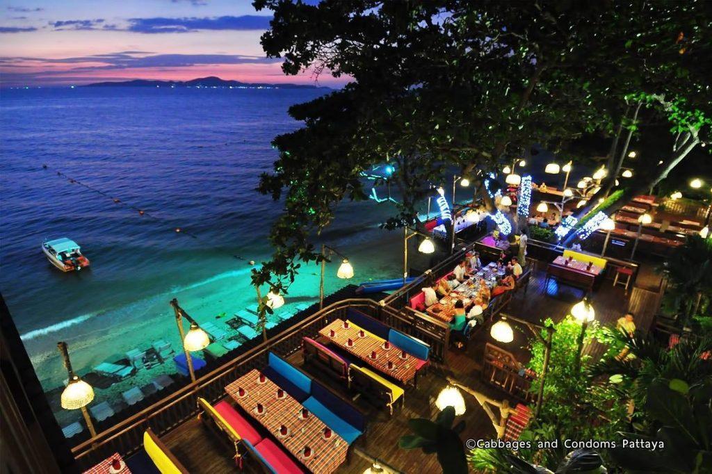 Пляж кафе «Cabbages & Condoms»