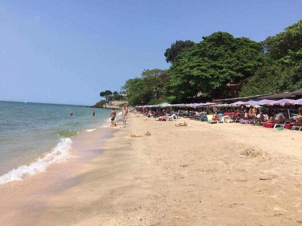 Уютный пляж Пратамнак в Паттайи