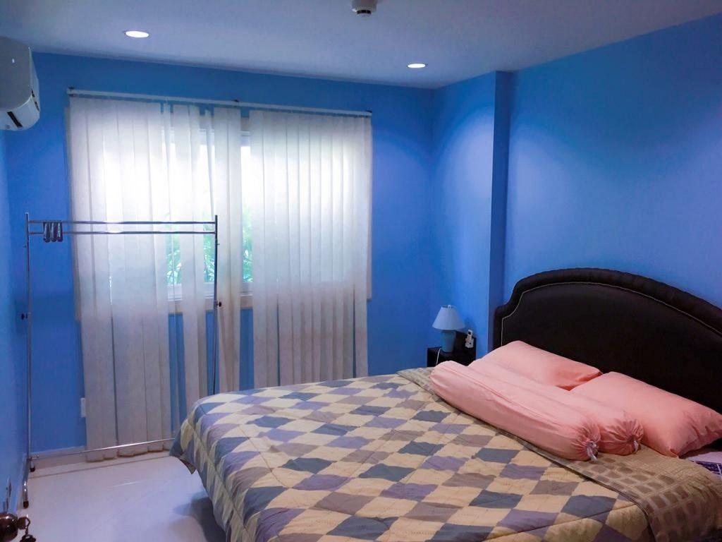 Спальня в квартире в Park Lane