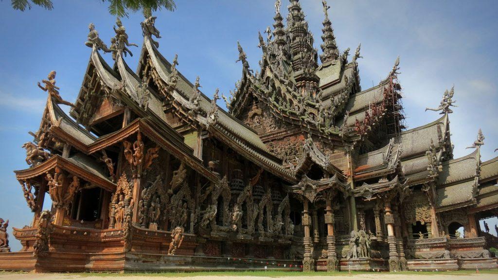 Необычный деревянный храм истины в Паттайи