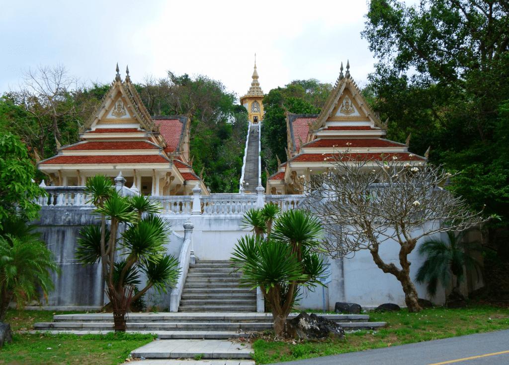 Вход в храмовой комплекс Ват Ян в Паттайи