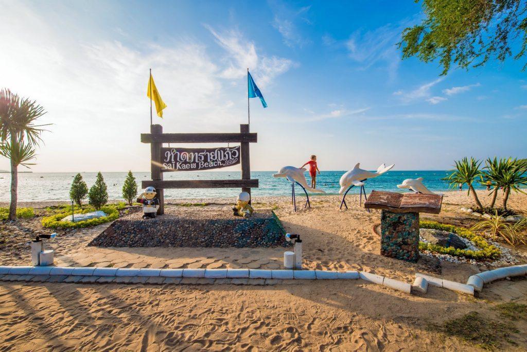 Военный пляж в Паттайи довольно мирный и доступен всем желающим