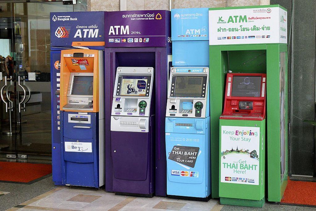 Будьте очень внимательны при снятии денег в банкомате Таиланда