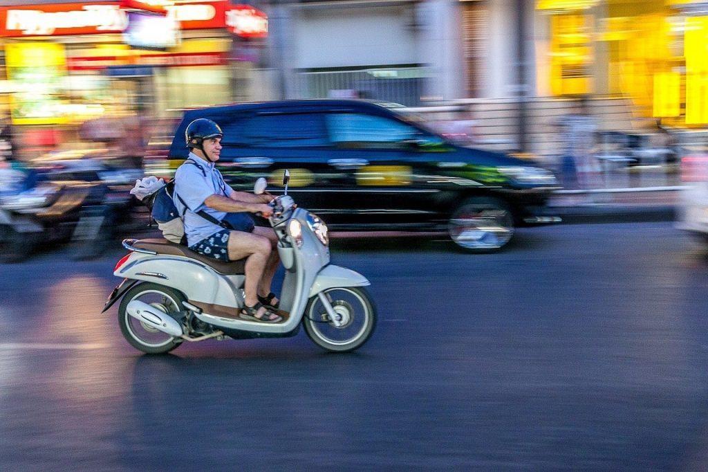 Даже для вождения мотобайком нужны водительские права