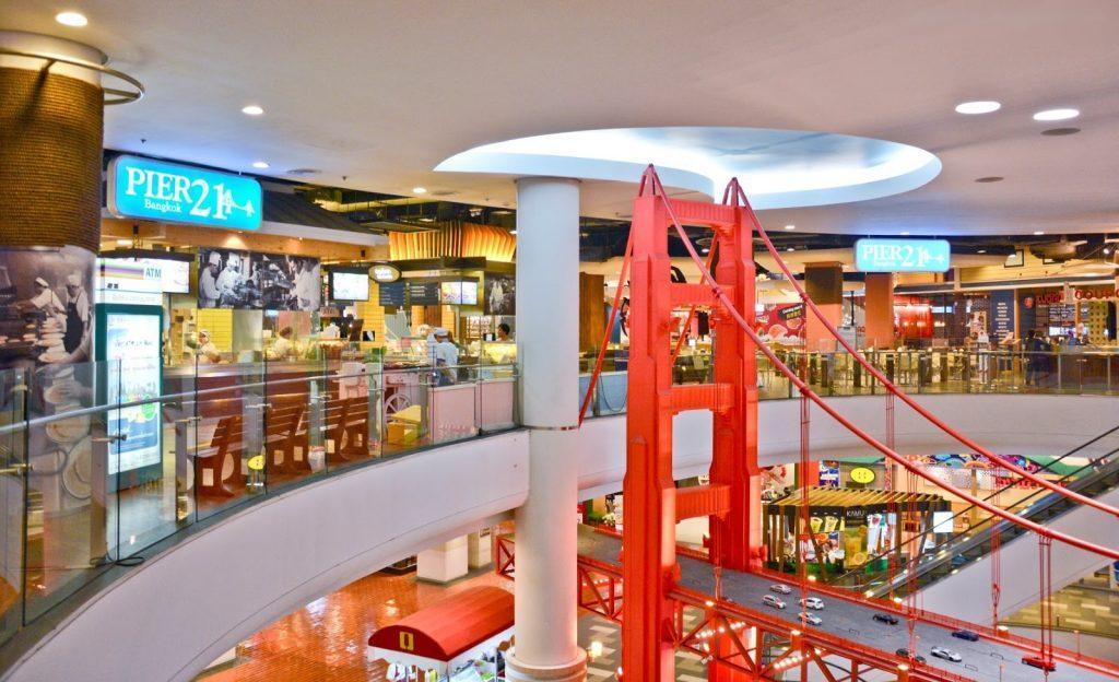 декор этажей Терминала 21 просто завораживает своей грандиозностью