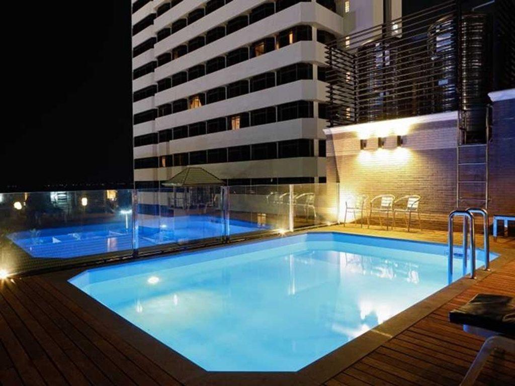 Отель Inn House 3,5 в Паттайе в ночное время