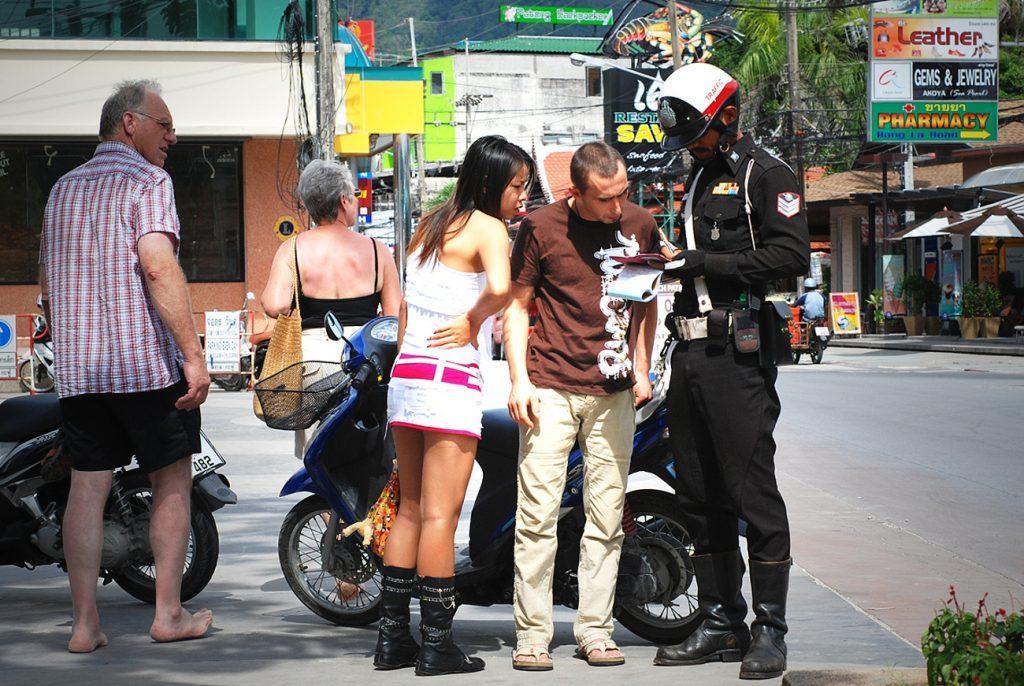 С правилами дорожного движения в Таиланде сложновато, но оно существует