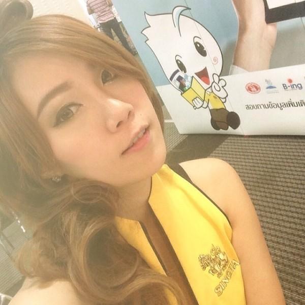 Симпатичная тайка на выставке в Бангкоке