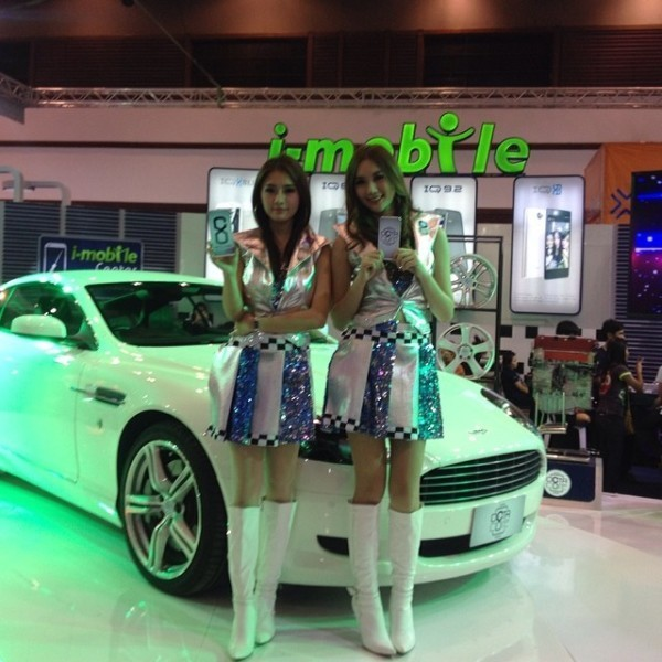 Модели тайки на автошоу